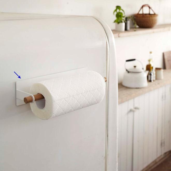 tosca マグネットキッチンペーパーホルダー 冷蔵庫や壁側を利用してキッチン回りをすっきり!便利で使いやすいナチュラルでおしゃれなキッチンペーパーホルダー。
