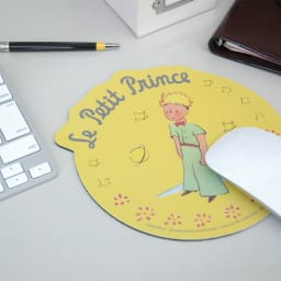 星の王子さま ダイカットマウスパッド 名入れなし (イ)星の王子さまマスタード/使用イメージ