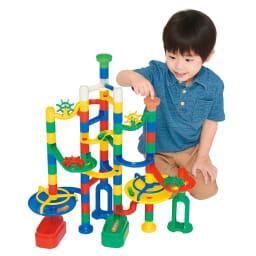 くもん/NEWくみくみスロープ|知育玩具 オリジナルコースを作って、ボールを下まで転がそう!