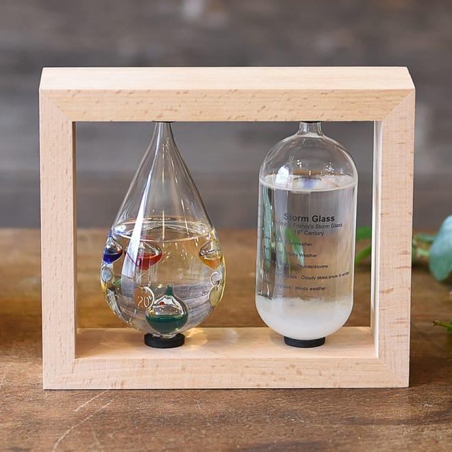 温度計&ストームグラス 左からガリレオ温度計、ストームグラス
