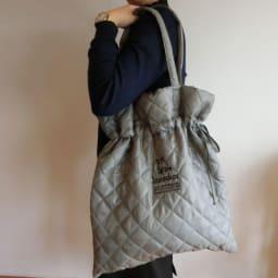 moz(モズ)/キルティング巾着トートバッグ モデル使用…(ア)カーキ