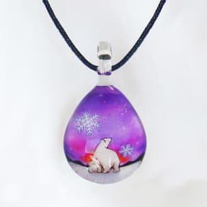 日本製ハンドメイドグラスジュエリー|ノースワングラスジュエリー/Polar Bear Snowドロップネックレス 写真