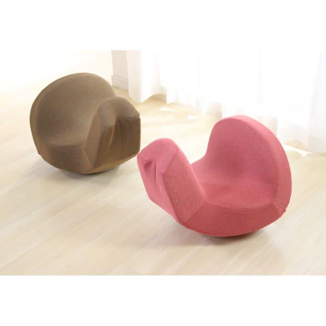 Micaco(ミカコ)監修 骨盤ビューティー「コアスリム プレミアム」 まるでオブジェのようなデザイン。インテリア感覚でお部屋に置いておけます。馬の鞍のようにまたがって座ってください。