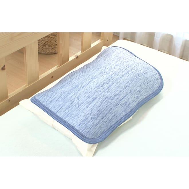 クールアイス 洗えるジェル枕パッド 「ジェル」の冷たさだけでなく、生地も触るとヒンヤリ感じる「接触冷感生地」を採用。「ジェル」と「接触冷感生地」のダブルのひんやり感で寝苦しい夜も気持ちよく寝られます。