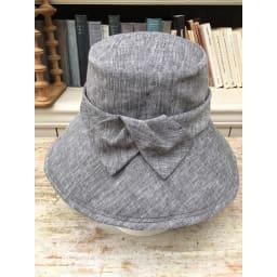 ベル・モード フレンチリネンUVケア帽子 素材はフランス産の高級フレンチリネン。ハリがあるのにしなやかで、程よい光沢感が上品。(ア)ブラック