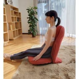 スリム座椅子 ピラトレ 骨盤~背骨~首~頭のラインが整った座り姿勢に 座り方は、足を伸ばす、体育座り、あぐらもOK。