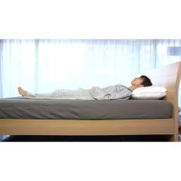 リラックスフィット枕 従来の高めの枕/首が曲がっていると首や肩、下半身の筋肉まで緊張状態に