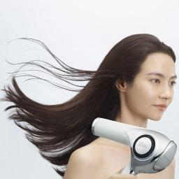 ReFa/リファビューテックドライヤー 《使用例》まとまりにくい髪がここまでしっとり(モイストモード使用)。まるでサロン帰りのような仕上がりです。