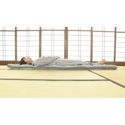 新春初売り 西川の特選寝具 シングルセット(6点+特典2点付き) 敷布団は中芯に凹凸のあるプロファイル加工のウレタンを採用。反発力が高く、腰をしっかり支えます。上げ下ろしがラクな軽量タイプなのも腰に優しい。(※断面サンプルにて撮影)