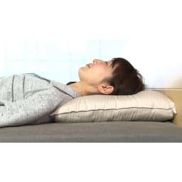 リラックスフィット枕 リラックスフィット枕/エアトラスのやさしい弾力性と反発力で寝返りがスムーズ。