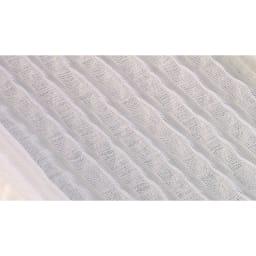 リラックスフィット枕 ●エアトラス…航空機のビジネスクラスのシート(オーバーレイヤー)にも使われるエアトラス素材。高反発で弾力性のある波型のトラス構造は、硬すぎず、柔らかすぎず、しなやかな感触。頭をやさしく支えて、寝返りしやすい。