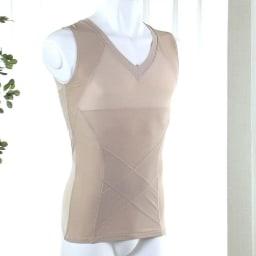 姿勢インストラクター アクティブコア タンクトップ(メンズ) (イ)ベージュ パワーネットを従来の肩甲骨だけでなくお腹周りにも360度ぐるりと配置。しかもあえて表側に張ることで美姿勢のキープ力をアップ!