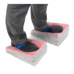 イージートレーナー  2つのクッションにただ乗る+足踏みというもの凄い簡単さ!それでいて自分の体重+ボールの不安定さを利用した下半身全体やインナーマッスルの効率よい筋肉トレーニングに。長引く自粛生活で下半身の筋力が衰えてしまった実感がある人におすすめです