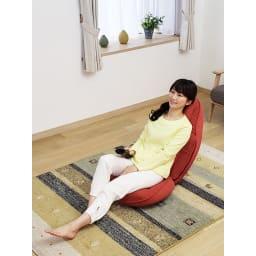 スリム座椅子 ピラトレ くつろぐ時の満足度も◎な座り心地。座面:骨盤を包み込み、前滑りしにくい設計に。安定感がありリラックスして座れます。