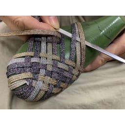 GOMUGOMU/ゴムゴム クロスシューズ 1足1足、手編みで作っているので、1人の職人が1日6足しか作れません。このフィット感は手編みならでは!