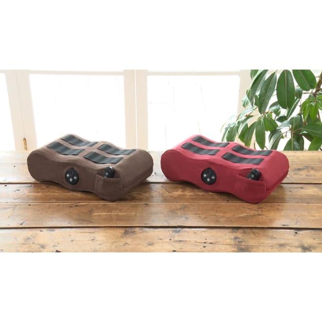 EMSフットピロー 脚をリラックスさせる脚まくらに、電気刺激のEMSを搭載することで、「ふくらはぎ」「内転筋」「足裏」を勝手に筋トレ!スッキリ美脚と美姿勢が同時に目指せます。
