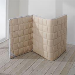 ブレスエアー(R)敷布団NEO(セミダブル) 部屋の中で立て掛けておくと湿気が抜けて簡単ケア。外に干さなくても大丈夫。