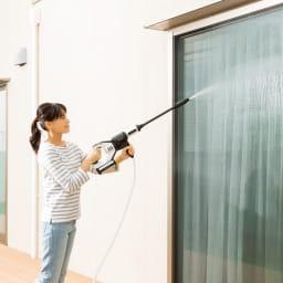 ビューティテック コードレス高圧洗浄機 充電式のコードレスで、電源、水道の蛇口がない場所でも使えます。○コンパクトで軽いから、女性でもラクラク使えます。