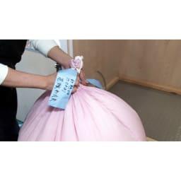 羽毛布団のフルリフォーム(クイーン) 取り出した羽毛は布団1枚ごとに袋に入れて管理。
