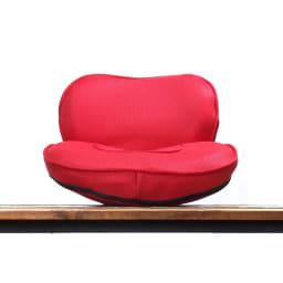 東急スポーツオアシス ながら骨盤チェア smart 背もたれがついた座椅子のようなカタチは、座りやすく、しかもコンパクトだからジャマになりにくい。思い立ったらすぐストレッチ。底が丸くなっているから、座ると自然にゆらゆら揺れます。