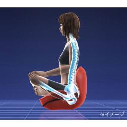 東急スポーツオアシス ながら骨盤チェア smart ながら骨盤チェアsmartは座ることで、背もたれが90度まで上がって、骨盤が立ちやすくなる設計なので、無意識に美姿勢へ導いてくれます。