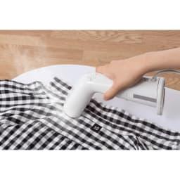 ±0/プラスマイナスゼロ 衣類スチーマー フラット面はミニアイロンとしても使えます。パンツの折り目付けやハンカチのシワ伸ばしにもオススメ。