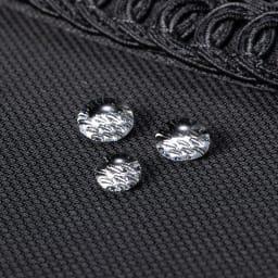 岩佐 コード刺しゅうフォーマルバッグ はっ水・はつ油加工で、食事の際の油汚れや、急な雨にも対応。