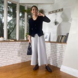 フィグリーノ レザーブーツ (エ)ネイビー…ゴム部分も同色のネイビーは、オフィスにも似合うカラー。大人の女性におすすめです。