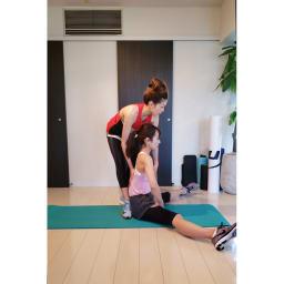 エアリーツイストボディ 固まった筋肉を緩めて骨盤を立たせる目的のペアストレッチ