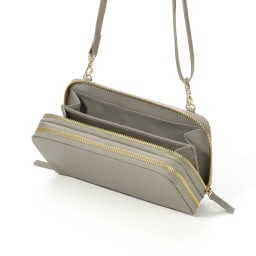 レジェンド松下 ちょうどいいウォレットバッグ 財布とバッグをジョイントしたダブルファスナー仕様。内側がバッグ、外側は財布として使えます。スマホを入れてもパンパンになりにくいのは嬉しい!