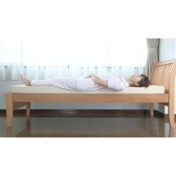 西川 キューブフロートマットレス(シングル) やわらかいマットレスは腰が沈み込みやすい。