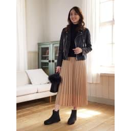 ゴムゴムショートブーツ (ウ)ブラック…マットとラメ入りの異なる素材で編み込んだメッシュなので、ブラックでも表情豊か!高級感もあって、間違いのないカラーです。