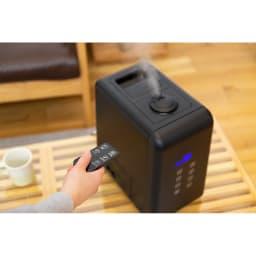 ハイブリッド抗菌加湿器 アクアバースト 離れた位置から全ての操作ができるリモコン付き。