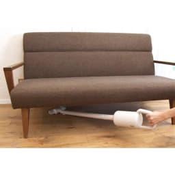 ±0/プラスマイナスゼロ コードレスクリーナー 小回りが利いて操作がしやすく、ソファ下やテーブル下も快適。