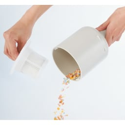 ±0/プラスマイナスゼロ コードレスクリーナー ゴミ捨ても簡単、紙パック不要です。