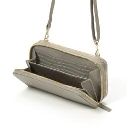 レジェンド松下 ちょうどいいウォレットバッグ 四方開閉の小銭スペース、お札スペース、カードスペースにわかれたシンプルな構造。
