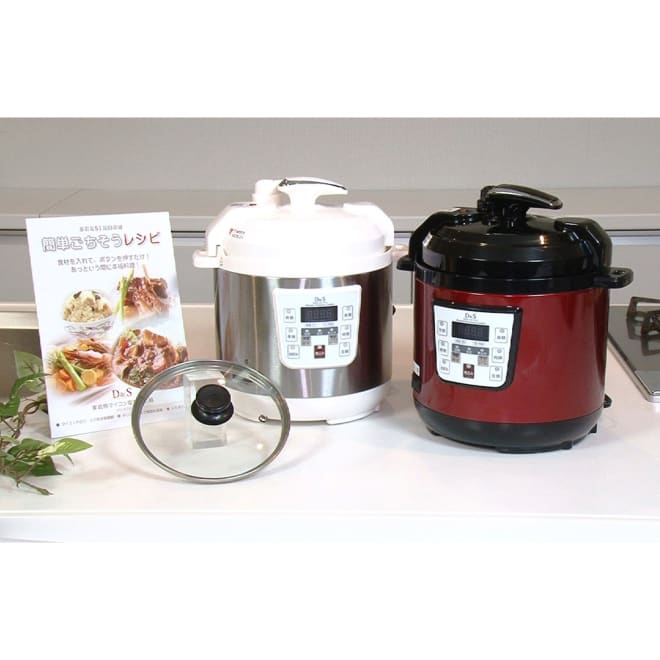 コンパクト電気圧力鍋 2.5L ガラスふた付き 見た目はまるで炊飯器ですが…。実は自動で圧力調理ができる『コンパクト電気圧力鍋』。本体にレシピブック(51品)、ガラスふた、しゃもじ、計量カップ、予備パッキン付き。