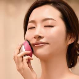 ミーゼ クレンズリフト モイストリフトモードは、洗顔後のお肌にお手持ちの美容液などを塗布し、スタンプを押すように内から外へ動かしてください。