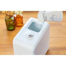 ハイブリッド抗菌加湿器 アクアバースト タンクを外すことなく、上から水が注げるのは便利。