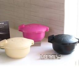 MEYER/マイヤー 電子レンジ圧力鍋(色が選べるお得な2個組) 電子レンジでチンする圧力鍋。日本でのシリーズ累計出荷数約120万個突破※の人気アイテム!圧力鍋本体に、専用レシピブック(取扱説明書内)付き。 アイボリー・ピンク・ブラック