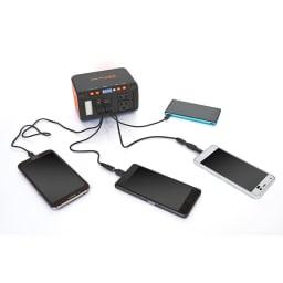 メガパワーバンク・ソーラーパネルセット スマートフォンの同時充電も可能!家族みんなで使えます