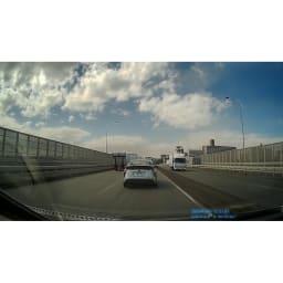 後方カメラ付き 高画質ドライブレコーダー <前方カメラの映像>これだけ離れていてもナンバーが識別できるほど鮮明!(※メーカー車両にて撮影)