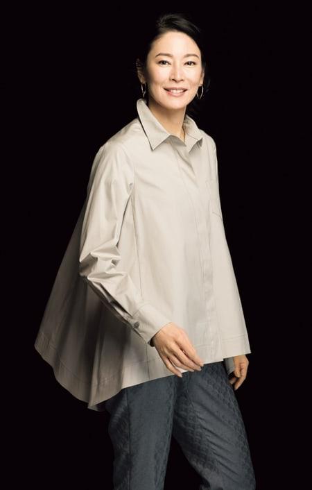 コットンブロード 裾フレア 比翼ボタン シャツのコーディネート