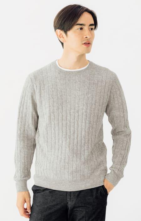 カシミヤ混ケーブル編み ニットプルオーバーのコーディネート